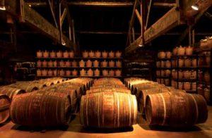 """Der Gründerkeller, das """"Paradis"""" von Hennessy. Hier lagern nur die ältesten und seltensten Eaux-de-vie mit einer Reife von bis 130 Jahren."""