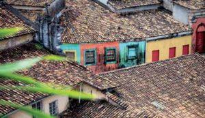 Bunte Fassaden prägen das koloniale Stadtbild.