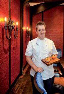 Ashley Palmer-Watts hat gut lachen: Gerade hat der Chef de Cuisine seinen ersten Michelin-Stern bekommen.