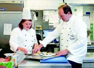Diana Bauke, hier mit Küchenchef Klaus Bramkamp