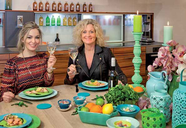 Susanne Fröhlich mit Top Magazin Chefredakteurin Natalie Rosini nach getaner Arbeit.