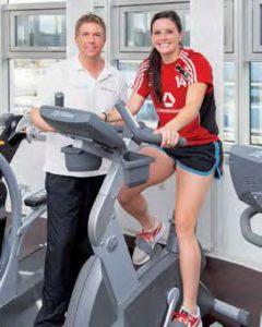 Ali Krieger hat schon wieder gut Lachen: Nach ihrer Knie-Verletzung laufen Reha und Aufbautraining bei Björn Reindl gut.