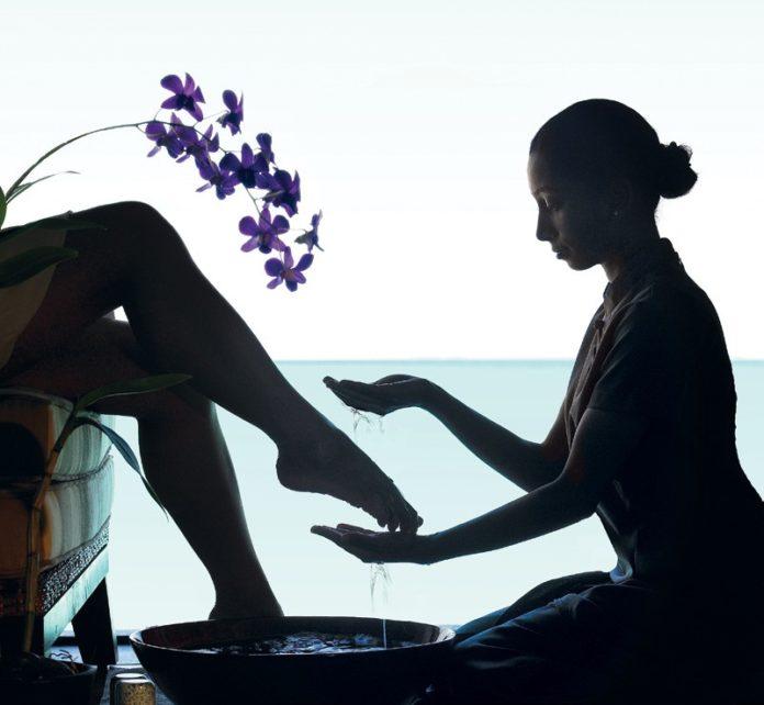 Die Füße sind in der Traditionellen Chinesischen Medizin das Zentrum von allem. So lassen sich Verspannungen und Stress an den richtigen Punkten rauskneten.