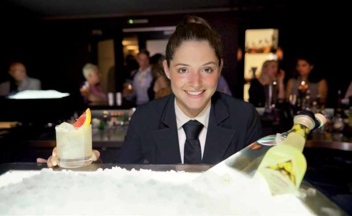 """Maria Dominguez Arce: """"Barkeeper greifen heute bewusst zu guten Produkten, wie in dieser hauseigenen Kreation zum Edelbrand. Auch unsere Sirups sind alle selbst eingekocht."""