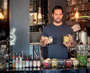 """Michael Jeckl: """"Der OG Sour ist einer unserer Signature Cocktails. Wir probieren viel mit frischen Zutaten wie Beeren, Basilikum, Chili oder Minze. Unsere Gäste macht's glücklich. Ganz gemäß unserem Motto 'Good times for good people'."""""""