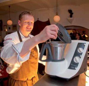 Sogar auf Veranstaltungen wie dem Rheingau Gourmet Festival im Gepäck: der Thermomix von Chefkoch Oliver Heberlein, Kempinski Königstein.