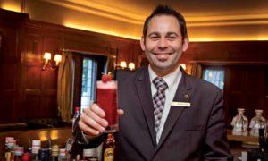 """Thorsten Feth: """"Diese Eigenkreation aus unserer Bar ist mittlerweile zum Klassiker für unsere Gäste geworden. Die Frische der Gurke und der Zitrone im Zusammenspiel mit der Frucht kommt vor allem bei Frauen gut an."""""""