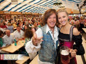 Bereits im Jahr 2010 feierte Jürgen Drews ausgelassen mit Model Katerina Gottesleben.