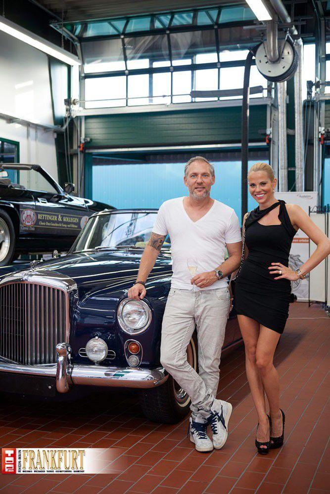 Jan Mai Und Shari Swiatek Vor Einem Bentley S Continental Baujahr