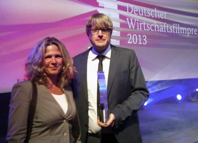 Redakteurin Sabine Mieder und Dokumentarfilmer und Autor Peter Onneken freuen sich über die Auszeichnung. © HR/Esther Schapira