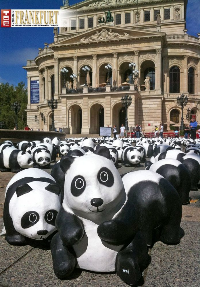 1600 Pandas auf dem Opernplatz in Frankfurt
