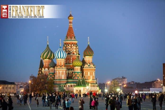 Der Rote Platz mit den berühmten Zwiebeltürmen der Basilius-Kathedrale