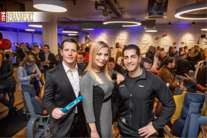 Clubmanager Markus Appelt mit Boxweltmeisterin Regina Halmich und Personal Trainer Ehssan Janessar