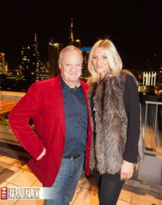 Reporterlegende Rolf Töpperwien mit Marcela Brand