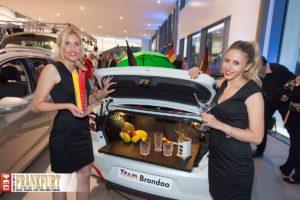 Die Cocktailsbar des Fanautos Team Brandao