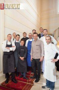Generaldirektor der Villa Rothschild Stefan Massa (hinten) mit den Spitzenköchen des Gourmet-8-Gipfel
