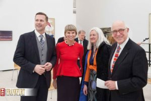 Regierungssprecher Steffen Seibert mit Sylvia von Metzler und Künstlerin Benedicte Peyrat und Ex-Städeldirektor Prof. Dr. Klaus Gallwitz