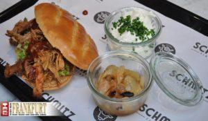 Fleischeslust - Pulled Pork mit karamellisierten Zwiebeln und Sour Cream