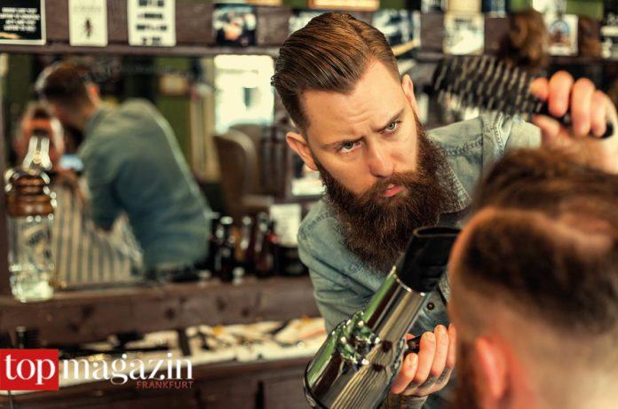 Alex Torreto kümmert sich neben der Bart- auch um die Haarpracht.