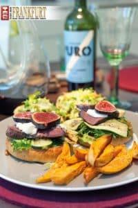 Hardy Krüger Jr.s Straussen-Burger mit Süsskartoffel-Pommes Frites