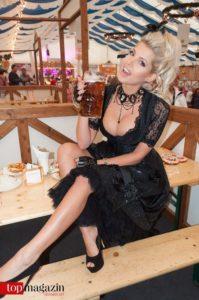 Playmate 2015 und Big Brother Teilnehmerin Sarah Nowak im Dirndl von Angermeier