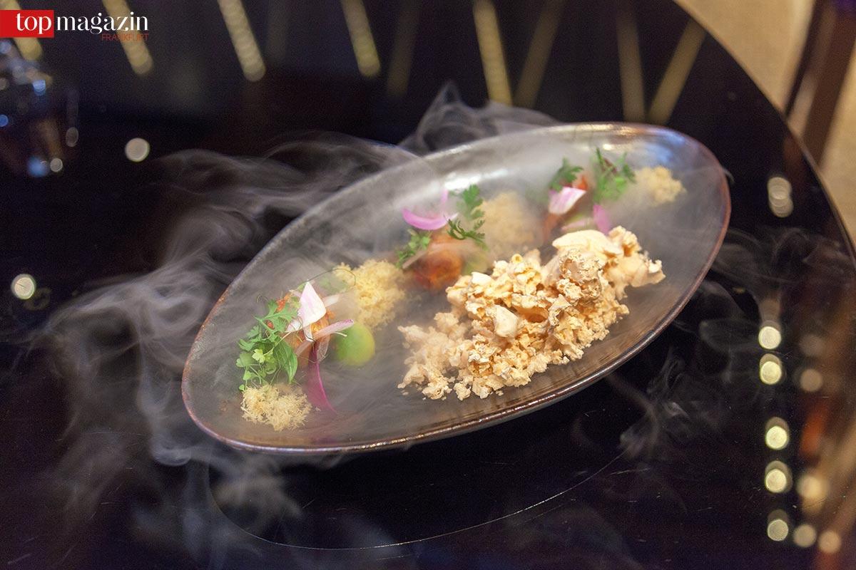 Geeister roter Curry mit Baby-Lobster und Litchi-Schaum
