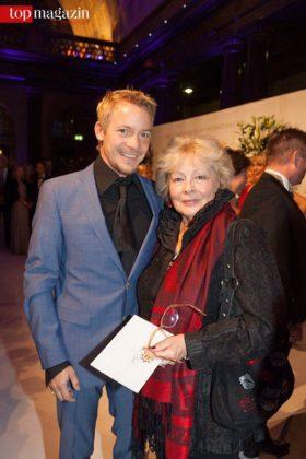 Schauspielerin Loni von Friedl mit ihrem Neffen Christoph von Friedl