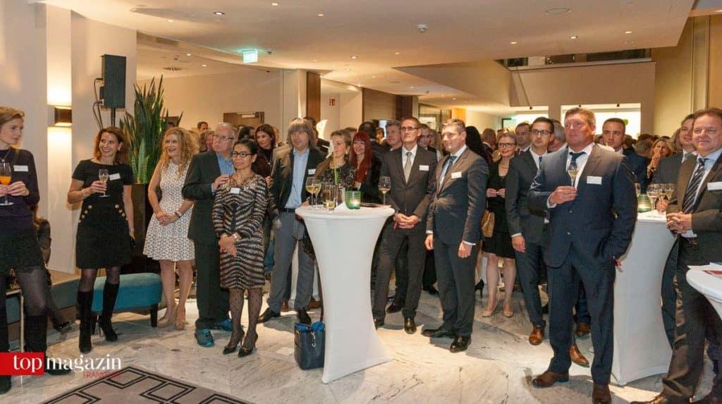 Die versammelten Gäste während der Eröffnungsrede