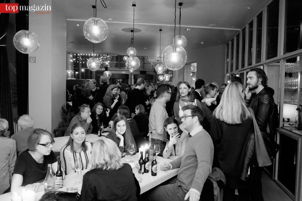 Gutes Essen, angeregte Gespräche und viel Andrang auf der Rowohlt-Party in der Schirn