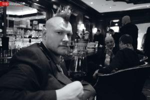 Sascha Lobo an der Bar im Steigenberger Frankfurter Hof