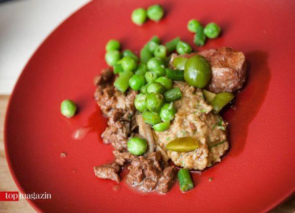 Taunuslamm mit Porridge und grünen Bohnen