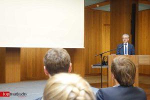 Wirtschaftsminister Al-Wazir bei der Präsentation der Ideen für ein Fintech-Zentrum in Frankfurt