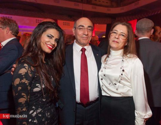 Der kubanische Botschafter S.E. Rene Juan Mujica Cantelar mit Artistin Rosario Garcia (li.) und Silvia Blanca