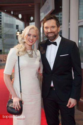 Sarah Knappik mit Freund und Moderator des Abends Ingo Nommsen