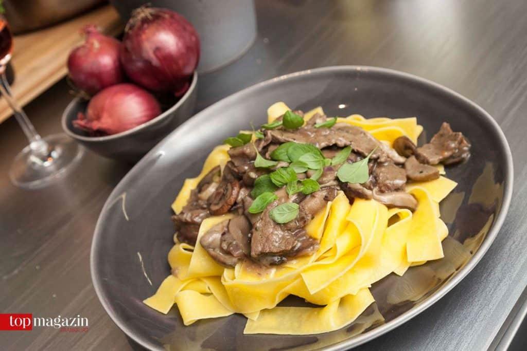 Et voila - Rindsragout mit Pilzen und Pasta