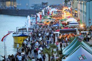 Tagsüber bietet das Hafenfest ein buntes Programm, sowohl an Land als auch auf dem Wasser.