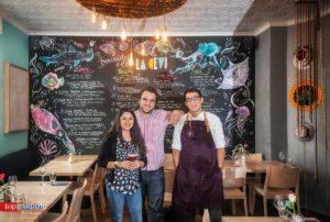 """Die Macher von """"La Cevi"""" Heidi und Daniel Nawenstein mit Küchenchef Diego Velazquez"""