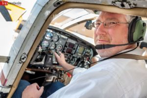 Dr. Mike Eberle im Cockpit