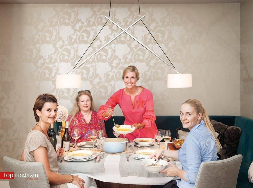 Kiwi tischt auf - für Küchenhaus Süd-Chefin Tina Müller und die Top Magazin-Redakteurinnen Barbara Altherr und Annika John