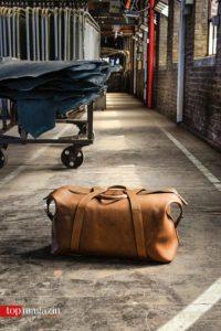 Das Leder aus der Manufaktur Horween wird bei Kreis verarbeitet, zum Beispiel zu dieser Reisetasche.