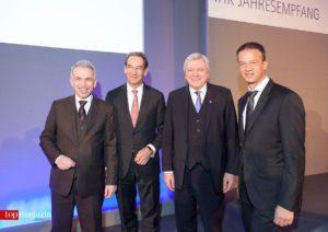 Oberbürgermeister Peter Feldmann mit IHK-Präsident Prof. Dr. Mathias Müller, Ministerpräsident Volker Bouffier und Eintracht-Sportvorstand Fredi Bobic