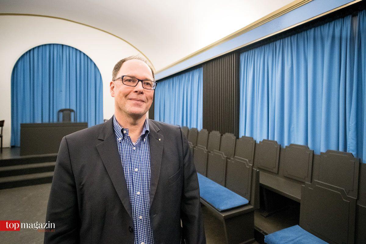 Altstuhlmeister Rolf Keil im Tempel der Loge 'Lessing'