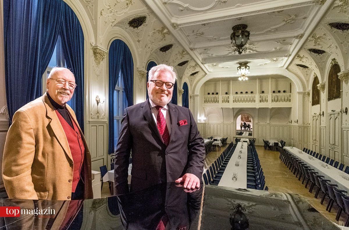 Archivar Hans Koller und 'Meister vom Stuhl' Friedhold Andreas