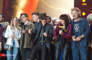 Lina Larissa Strahl, die Youtube-Stars Die Lochis, Udo Lindenberg, Nena und Bap-Sänger Wolfgang Niedecken beim krönenden Abschluss der Award-Verleihung.