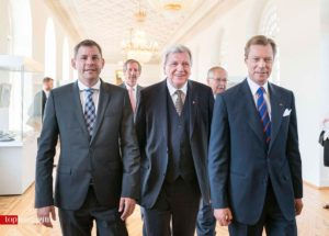 Wiesbadens OB Sven Gerich mit Ministerpräsident Volker Bouffier und S.K.H. Henri Großherzog von Luxemburg