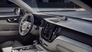 Der CX 60 kommt mit viel Leder. Navi, Radio usw. werden über einen Touchscreen in der Mittelkonsole dirigiert.