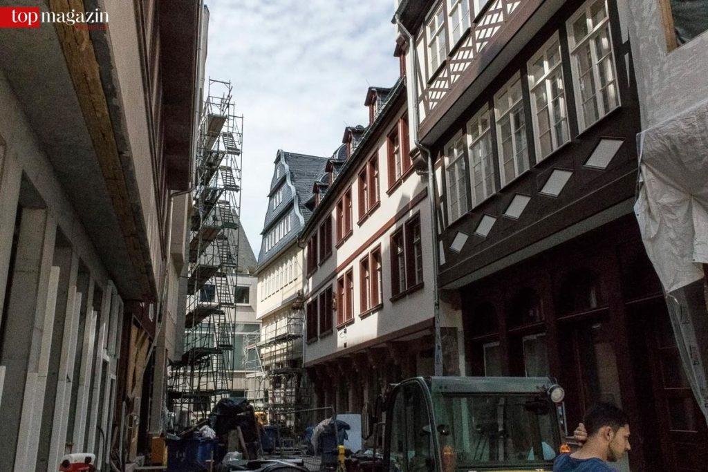 Die rekonstruierten Gebäude bilden die Baustile der historischen Altstadt ab.
