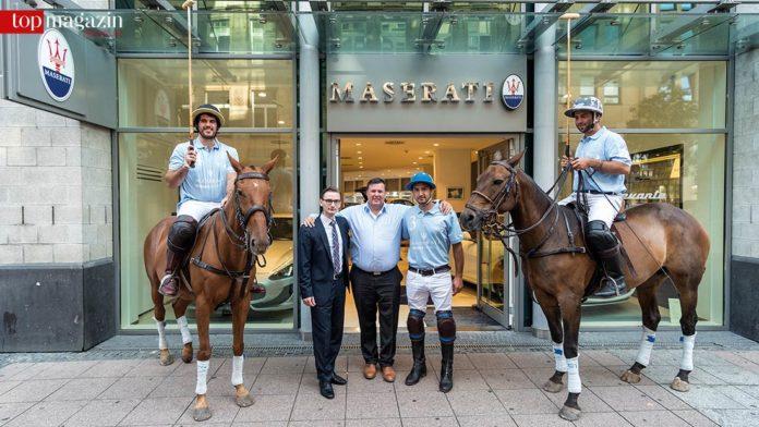 Christian Pagano und Udo Kandel (Maserati Frankfurt) mit den Ponys auf der Schillerstraße