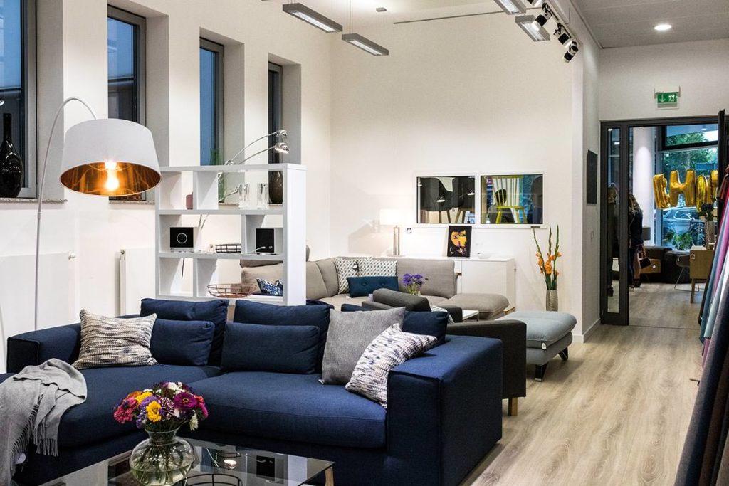 Im Showroom von Home24 können die Möbel direkt online bestellt werden.