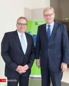 Johannes Schäfer, Projektleiter Digitale Infrastruktur, mit Wirtschaftsdezernent Markus Frank